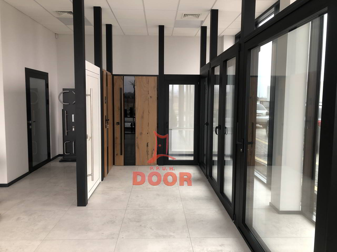 Salon z produktami DOOR