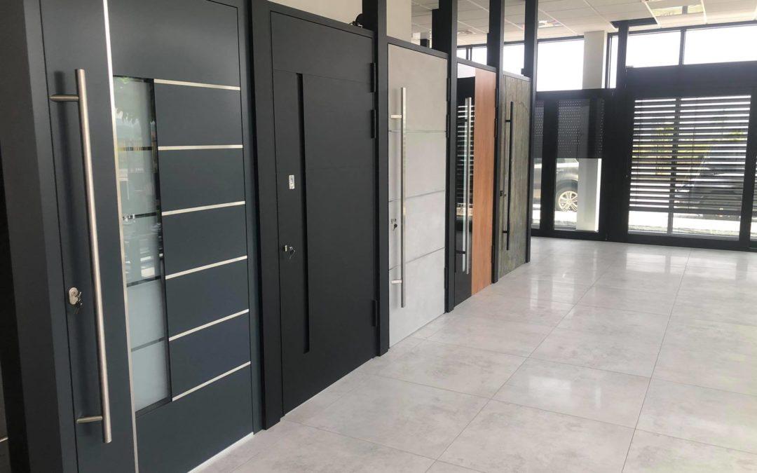 Drzwi zewnętrzne panelowe i całoszklane